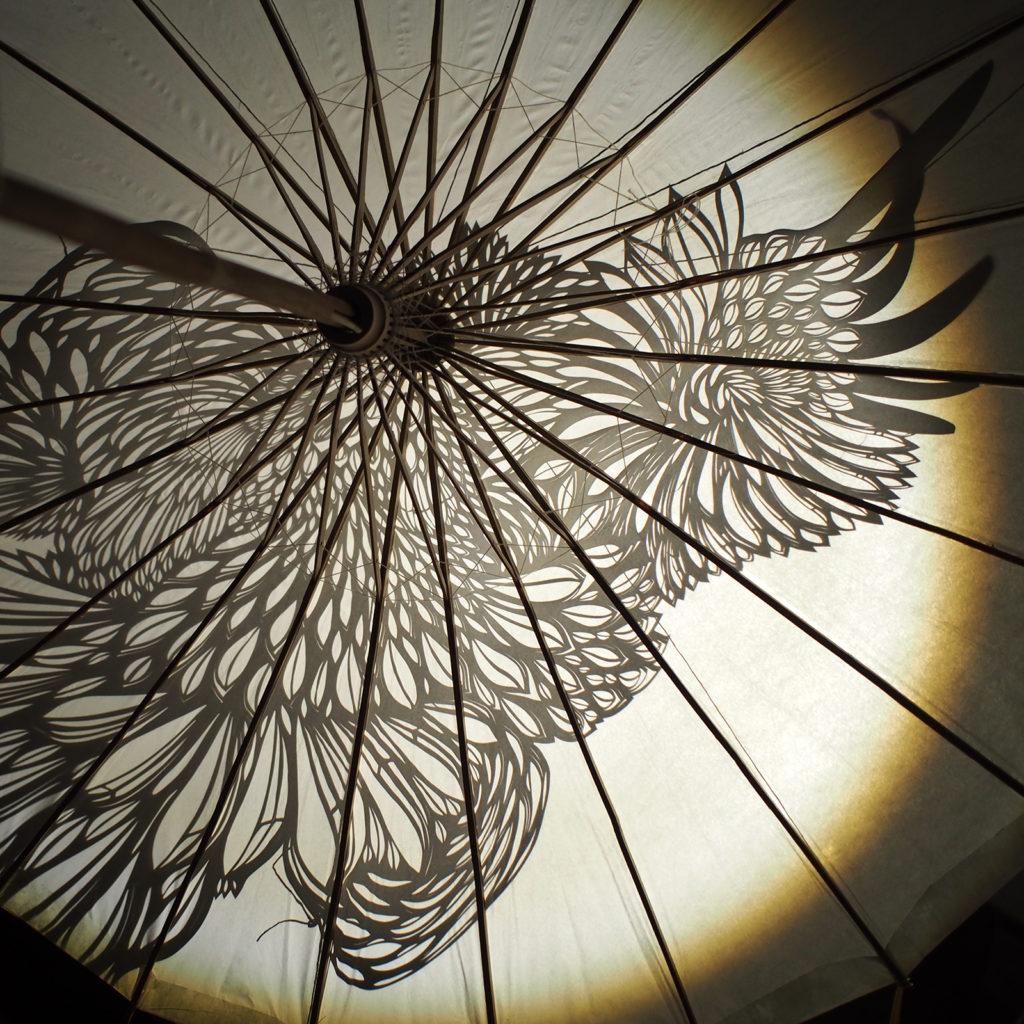 """Ombre du motif """"aigle"""" et structure de l'ombrelle"""